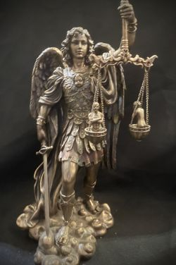 """ARCHANGEL MICHAEL """"Weighing Of The Souls""""Statue 28cm tall"""